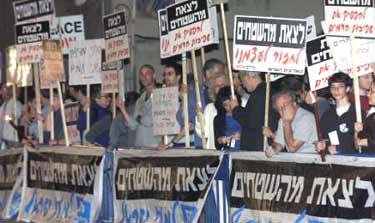 L'image « http://www.gush-shalom.org/pics/kirya-murderdemo4.jpg » ne peut être affichée, car elle contient des erreurs.